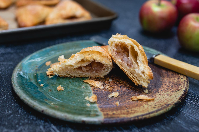 appelflappen Dutch turnover sliced in half