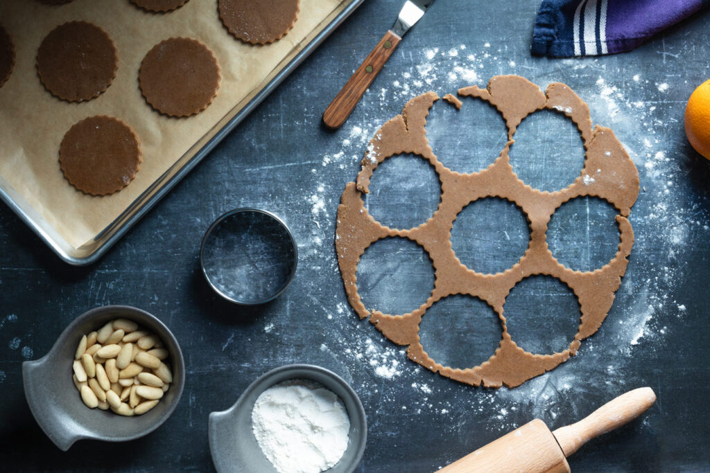 cutting out the speculaas cookie dough