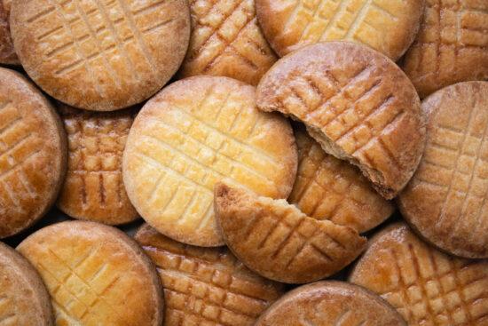 pile of sablé cookies
